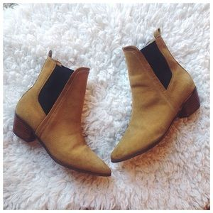 Report Signature Iggby Tan Suede Chelsea Boots